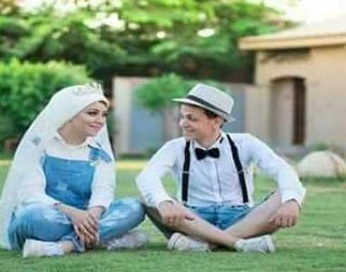 بالصور.. عروسان من صعيد مصر يكسران روتين حفل الزفاف بـ«شورت وجمبسوت»