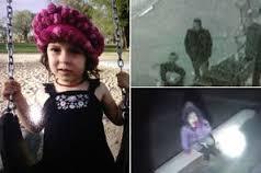 فيديو: العثور على طفلة مختطفة داخل سيارة والدتها