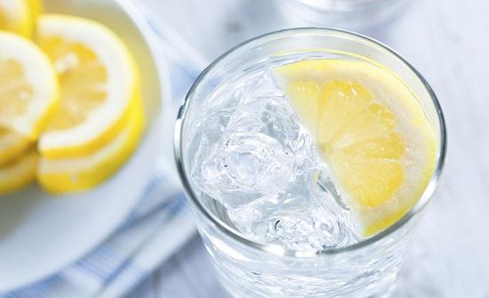 رجيم الماء والليمون لخسارة الوزن فوائده وآثاره الجانبية