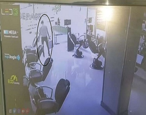بالفيديو : الموت يداهم لصا بعد إكمال سرقته