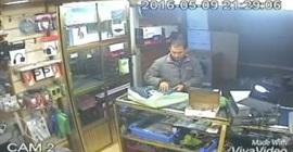 بالفيديو.. لحظة سرقة رجل «لاب توب» من محل بالمغرب
