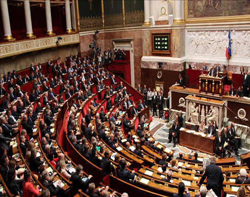 """البرلمان الفرنسي يقر مشروع قانون """"اللجوء والهجرة"""""""