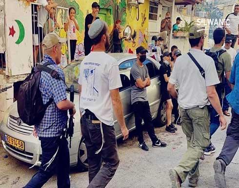 """مستوطنون يقتحمون حي """"بطن الهوى"""" في القدس .. بالفيديو"""