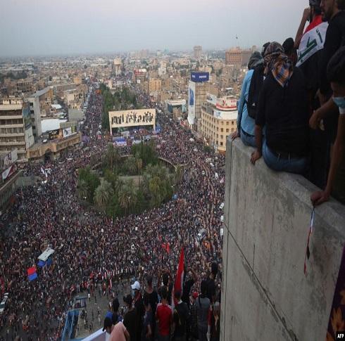 تظاهرات العراق.. عبد المهدي والحلبوسي يجتمعان بكبار قادة الأمن