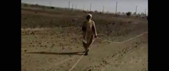 فيديو | ماذا فعل رجل كفيف ليصل إلى المسجد!