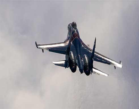 مقاتلة روسية تواكب طائرة استطلاع فوق بحر أوخوتسك
