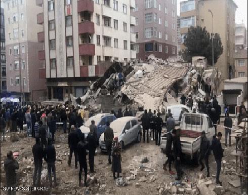 بالفيديو : كارثة في إسطنبول.. انهيار مبنى كبير وسقوط ضحايا