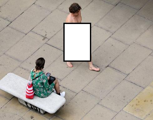 صورة صادمة: بريطاني يتجرد من ملابسه ويستخدم الكمامة في مكان لا يصدق