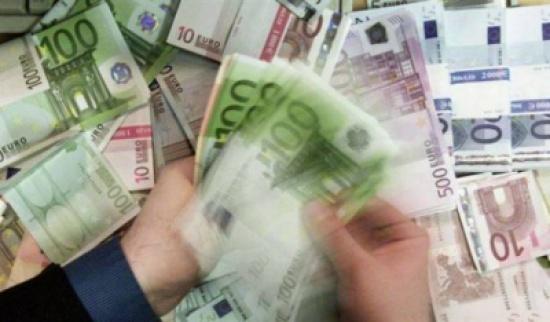 اشترى شقة.. فعثر في قبوها على 270 ألف يورو!