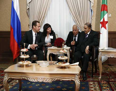 بوتفليقة يستقبل رئيس الوزراء الروسي
