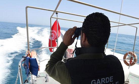 تونس تسمع بدخول  48 مهاجرا علقوا في سواحلها
