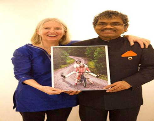 بالصور : سافر من الهند إلى السويد بدراجة ليلتقي حبيبته