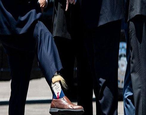 بالصورة- وجه ترامب مع فروة رأسه على الجوارب!