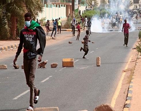 """""""المهنيين"""" يدين قمع المظاهرات السودانية.. ويدعو للتحقيق"""