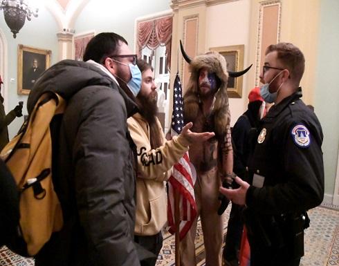 مذيع أمريكي: لو كان مقتحمو الكونغرس مسلمين لأطلق عليهم النار .. بالفيديو