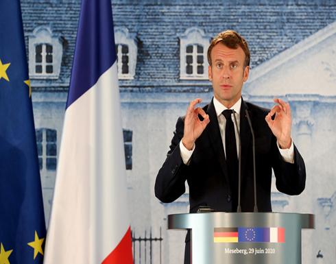 """ماكرون: فرنسا لا تدعم حفتر وروسيا تلعب على """"التناقض"""" في ليبيا بواسطة ميليشيا فاغنر"""