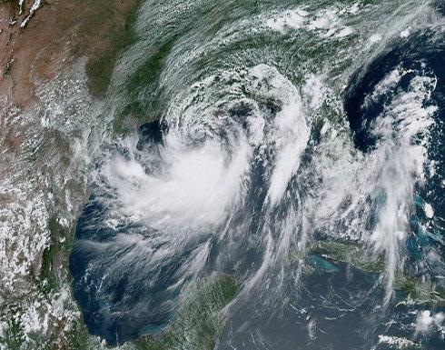 """شاهد : العاصفة الاستوائية """"باري"""" تتحول إلى إعصار من الفئة 1"""