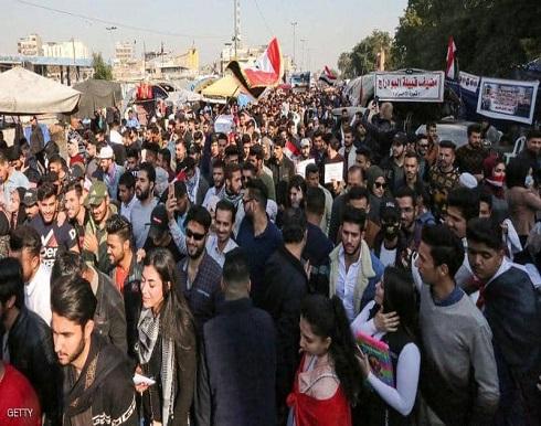 """احتجاجات العراق تتصاعد.. ورئيس الوزراء """"أسير"""" توافق سياسي"""