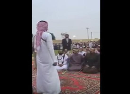 بالفيديو: شاهدوا هذه اللقطات المؤثرة للحظة العفو عن قاتل بالسعودية