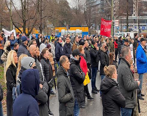 """شاهد : أعمال شغب ونهب خلال تظاهرات ضد حظر """"كورونا"""" في هولندا"""