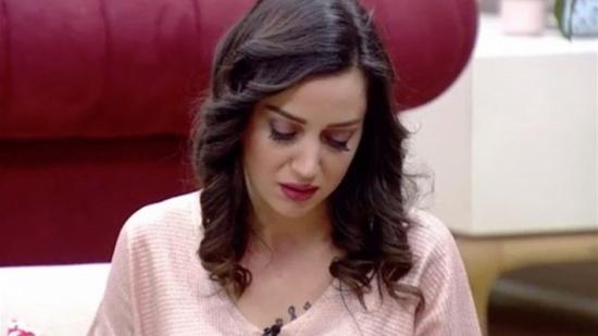 بالفيديو: أخبروها أنّ والدها مريض خلال برنامج تلفزيوني... إليكم ردّة فعلها!