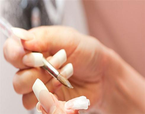 تركيب الاظافر الاصطناعية تجعل النساء عرضة للإصابة بفطريات الأظافر