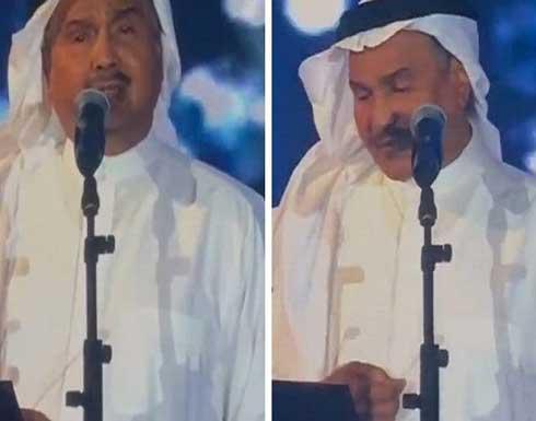 """فنان العرب يبكي على مسرح جدة وابنه """"إعجاز بالأداء"""" .. بالفيديو"""