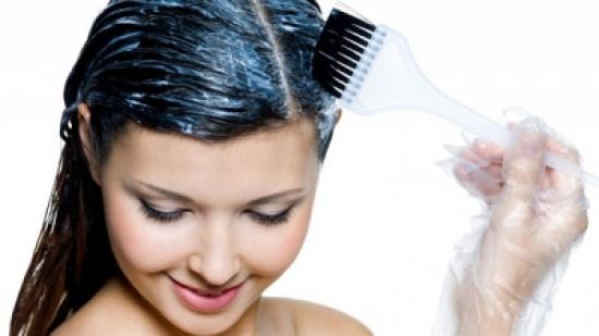 4 فوائد صحية لوضع الزبادي على الشعر قبل الشامبو