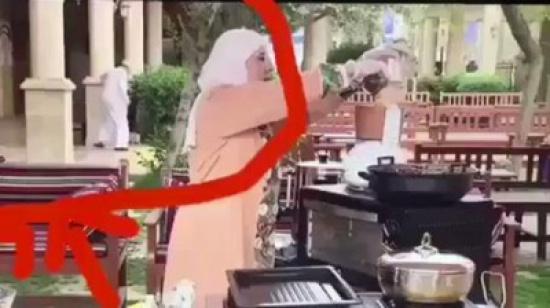 شاهد: في بث مباشر على الهواء لبرنامج طبخ.. وقعت هذه المفاجأة