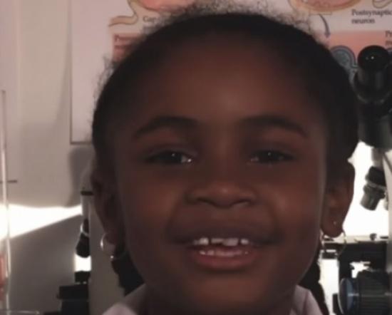 فيديو| لن تتصوروا عبقرية إبنة الـ7 سنوات... !