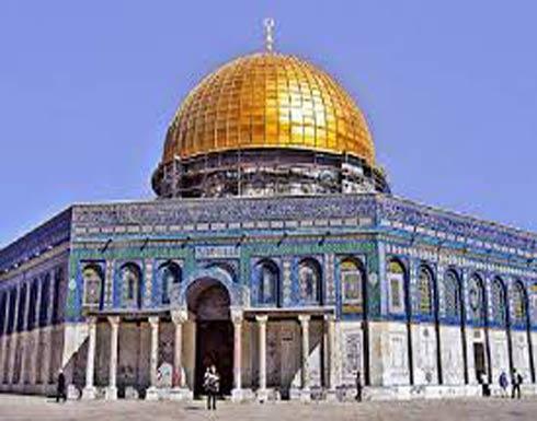 القدس: عشرات المستوطنين المتطرفين يقتحمون المسجد الأقصى..فيديو