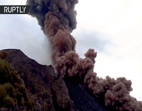 شاهد : كاميرات تسجل ثوران بركان كبير في إيطاليا