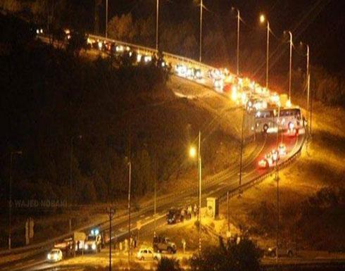مستوطنون يهاجمون مركبات المواطنين بالحجارة على طريق رام الله نابلس