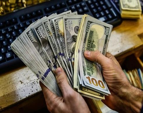الدولار يرتفع مقابل الين والفرنك السويسري