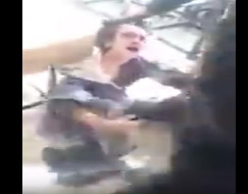بالفيديو : تعذيب طفل في الموصل على أيدي القوات العراقية .. شاهد