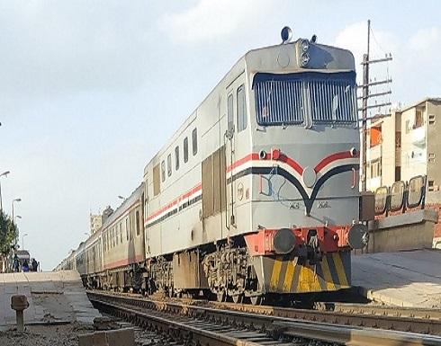 بالصورة :- مصرع شاب مصري  قفز من القطار أثناء سيره هربا من غرامة التدخين!