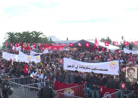 شاهد .. آلاف المتظاهرين يملأون شوارع تونس