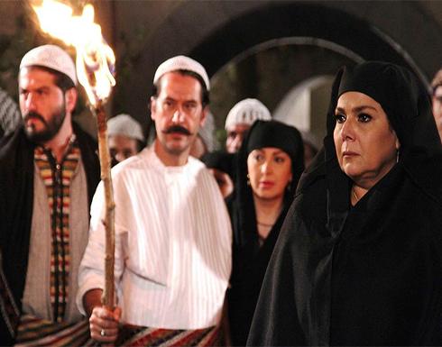 نجمة باب الحارة بفستان فاتن جريء تحتفل بعيد ميلاد اختها (صور)