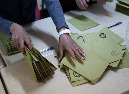 حزب أردوغان يقدم طلبا بإعادة الانتخابات المحلية بإسطنبول