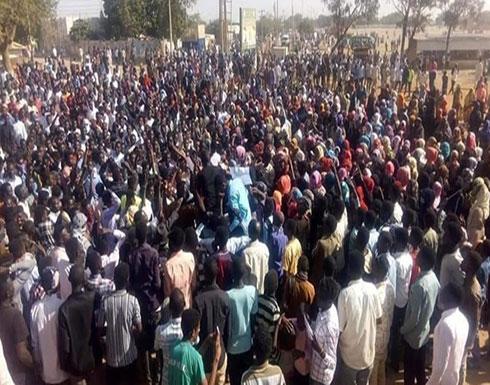 """السودان يعلن تشكيلته الوزارية مع دعوات لـ""""عصيان مدني"""""""