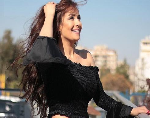 بفستان مكشوف …كندة حنا تشعل انستغرام بجلسة تصوير جريئة (فيديو)