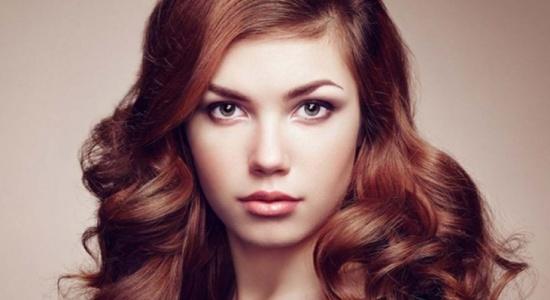 تجنبي هذه الأخطاء مع شعرك لإطلالة أكثر حيوية وشبابًا!