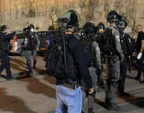 شاهد : مواجهات بين فلسطينيين وقوات الاحتلال بالقدس رفضًا لنبش مقابر المسلمين