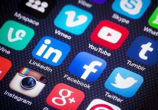 حيل تُعرّضك لعمليات النصب على مواقع التواصل الاجتماعي