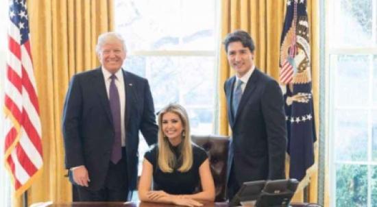 إيفانكا ترامب تجلس على المكتب البيضاوي وتثير ضجة