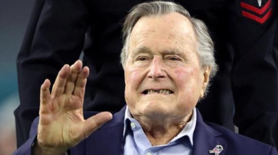 """""""المرأة السادسة"""" .. هذه السيدة تتهم بوش الأب بلمس مؤخرتها!"""