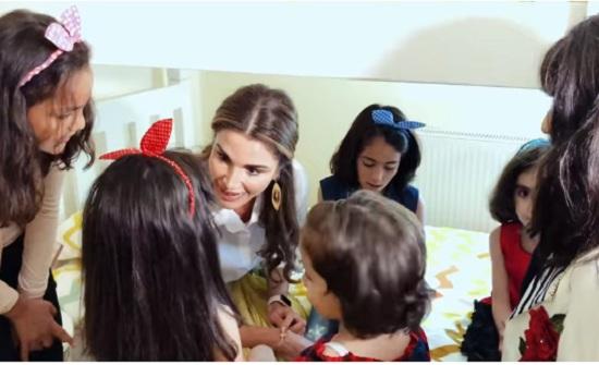 الملكة رانيا : ما هي أحلام طفل لا يعرف العالم إلا من نافذة تطل على سياج من العزلة؟