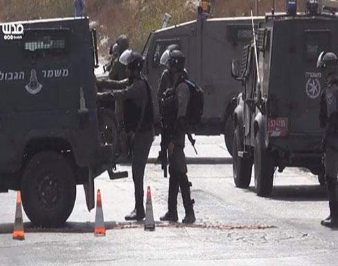 بالفيديو :الجيش الإسرائيلي يغلق المدخل الغربي لرام الله