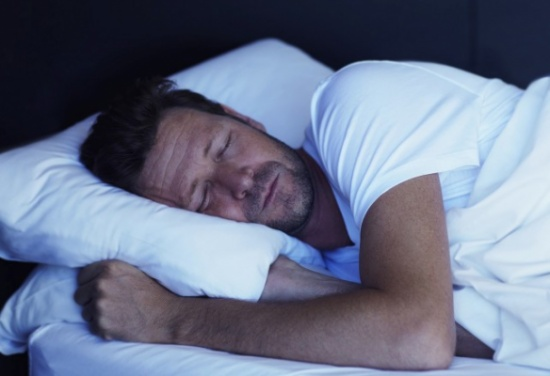 ماذا يعني الكلام الليلي أثناء النوم؟