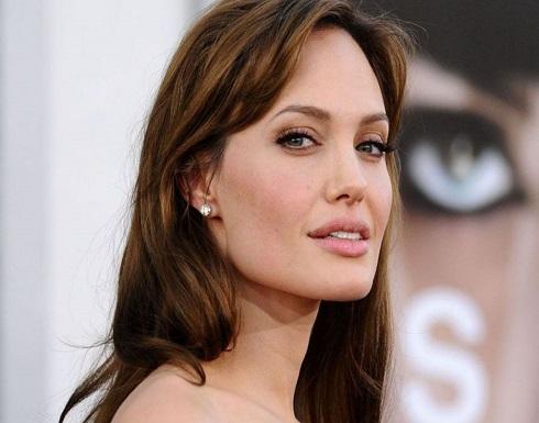 """أنجلينا جولي """"تحطمت"""" بعد طلاقها من براد بيت.. ماذا حصل لها"""